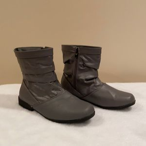 NWOT Gray Boots